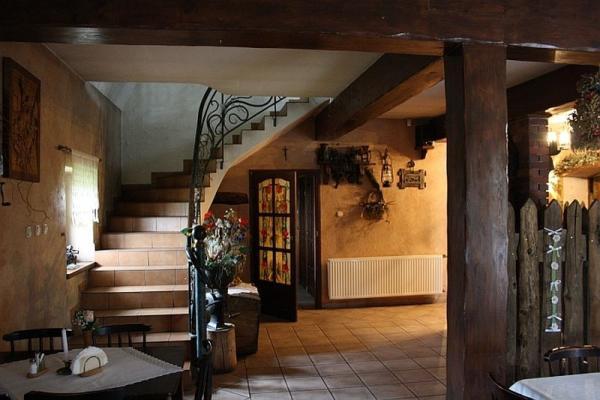 wnętrze sali, schody