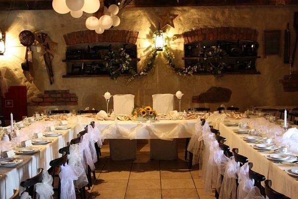 sala gościnna, stoły, krzesła